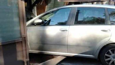 Photo of Auto contro vetrina: sabato sera col botto