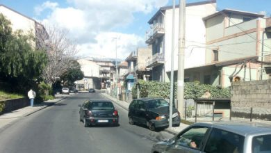 Photo of Scontro in via Morselli, e un'auto abbatte un palo dell'elettricità