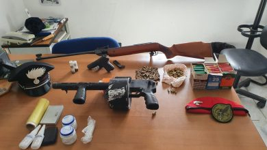 Photo of Arrestati dai Carabinieri, in campagna detenevano illegalmente un arsenale di armi e droga.
