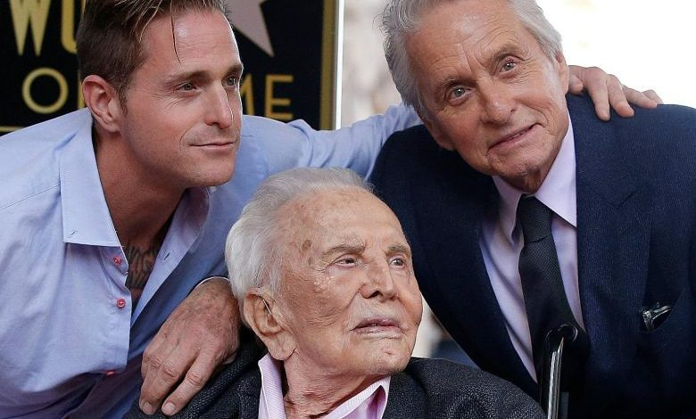 Photo of E' morto all'età di 103 anni Kirk Douglas