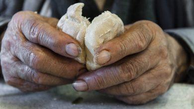 """Photo of Don Giuseppe ai parrocchiani: """" donate il pane, in questo tempo di dolore"""""""