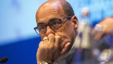 Photo of Pd, Zingaretti si dimette da segretario con un post su facebook